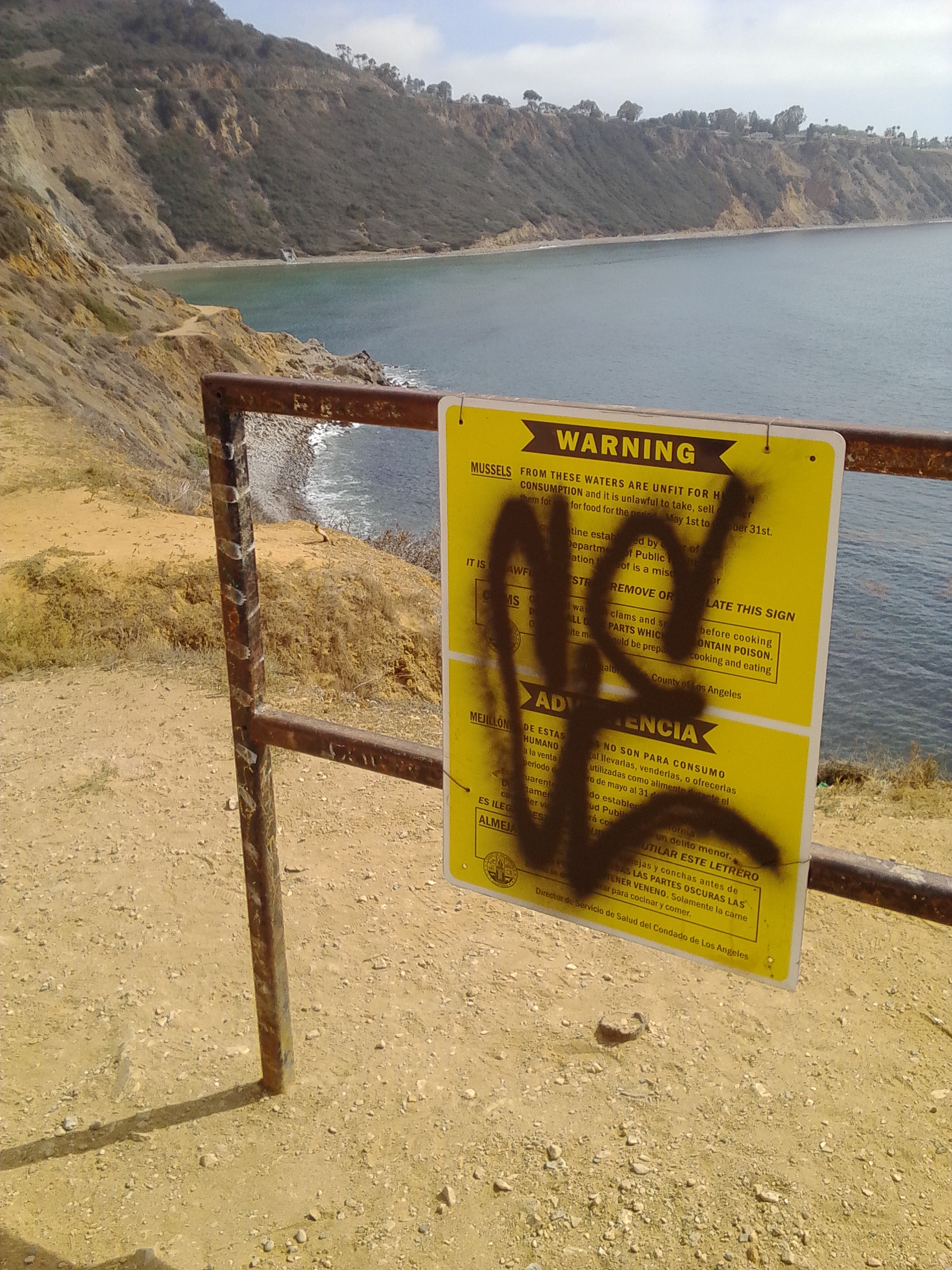 PVE Bluff Cove Mussels Sign Graffiti 06-21-2014